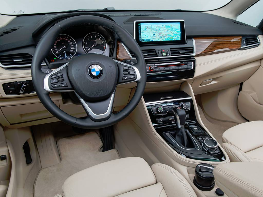 фото салона BMW-2-Series-Active-Tourer 2017