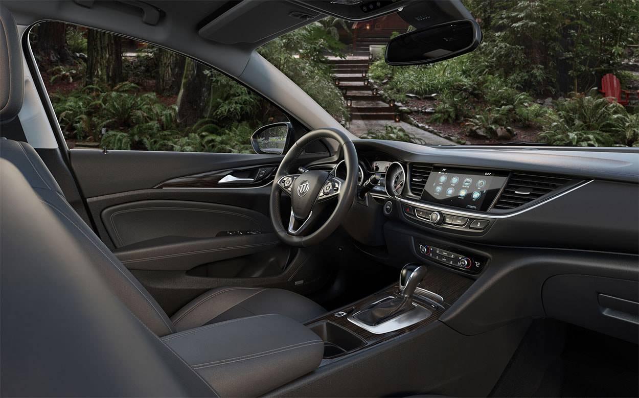 фото интерьера Buick Regal TourX 2017-2018 года