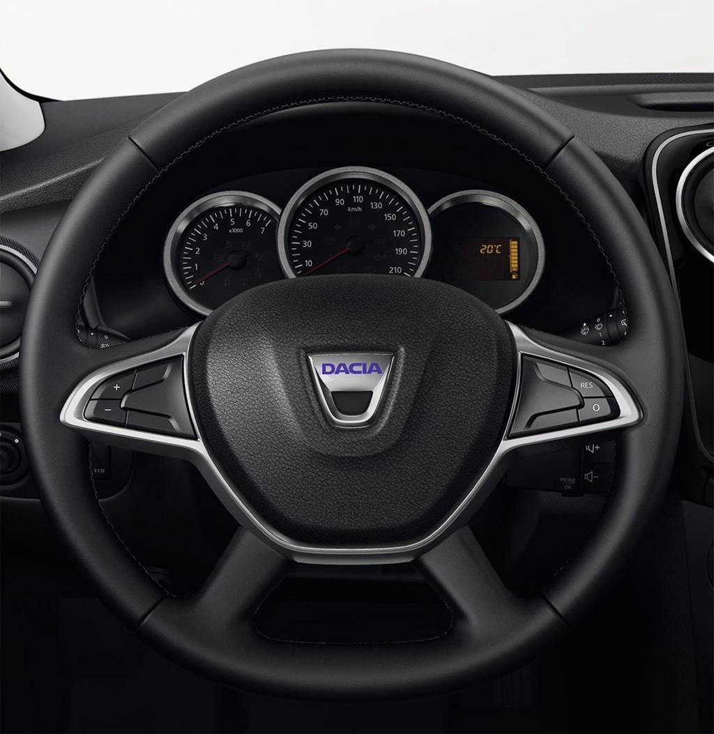 фото интерьера Dacia Lodgy 2017-2018