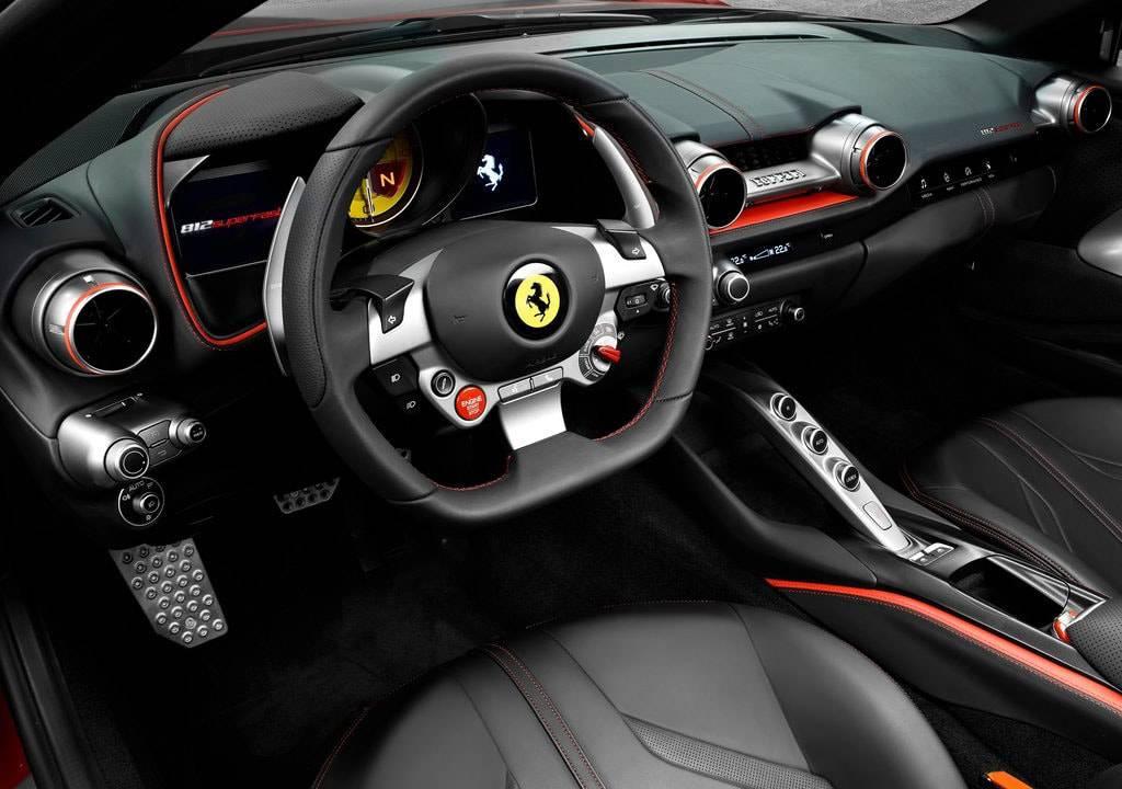 фото салона Ferrari 812 Superfast 2017-2018 года