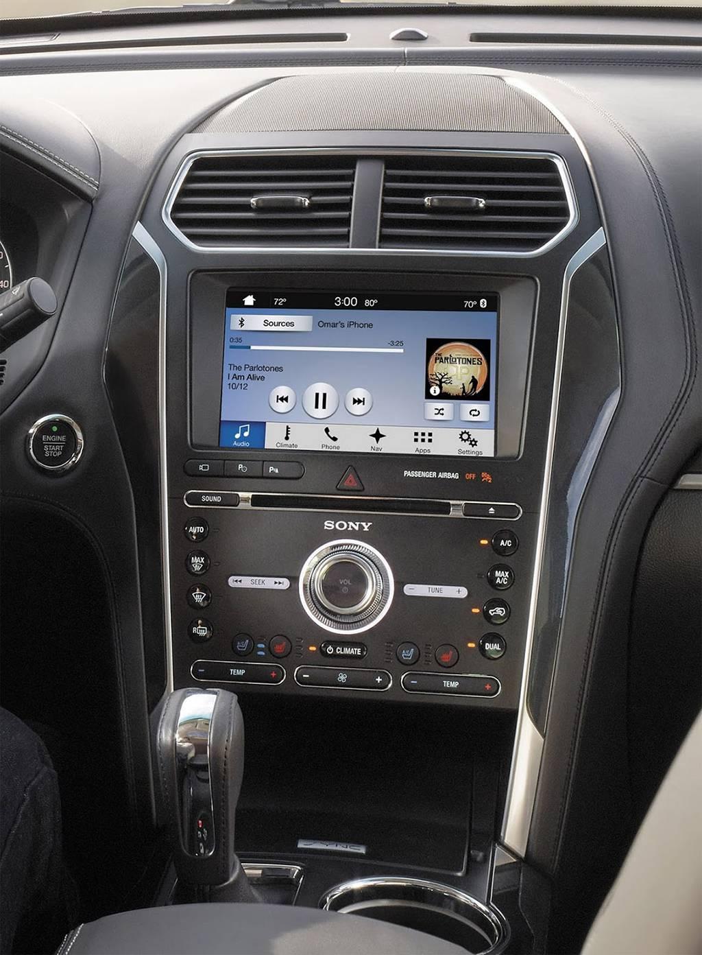 фото мультимедийной системы Ford Explorer 2018-201 года