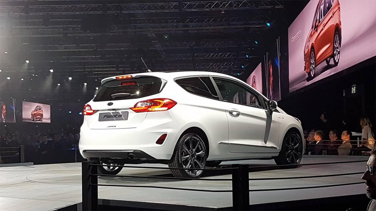 фото Ford Fiesta 2017-2018 года в трехдверном кузове вид сзади