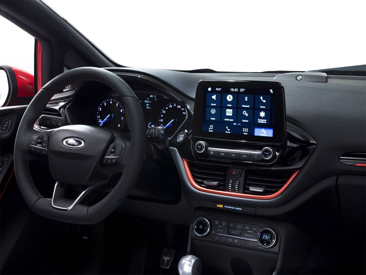 фото салона Ford Fiesta 2017-2018 года