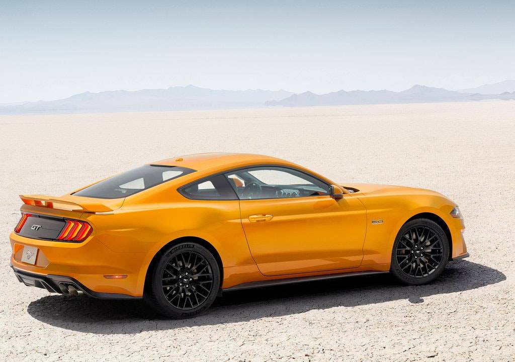 фото Ford Mustang 2017-2018 вид сбоку