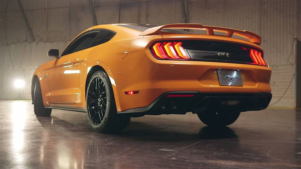 фото Ford Mustang 2017-2018 вид сзади