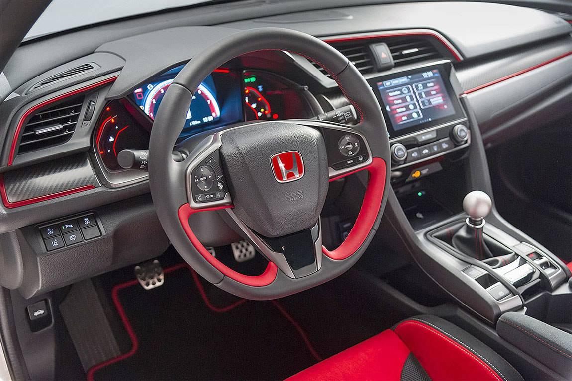 фото салона Honda Civic Type R 2017-2018 года