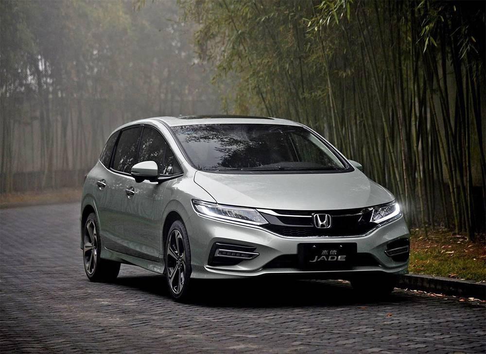 фото Honda Jade 2017-2018 вид спереди