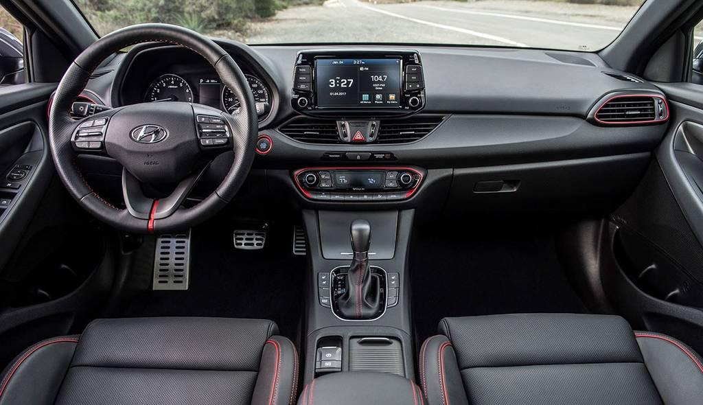 фото салона Hyundai Elantra GT 2017-2018 года