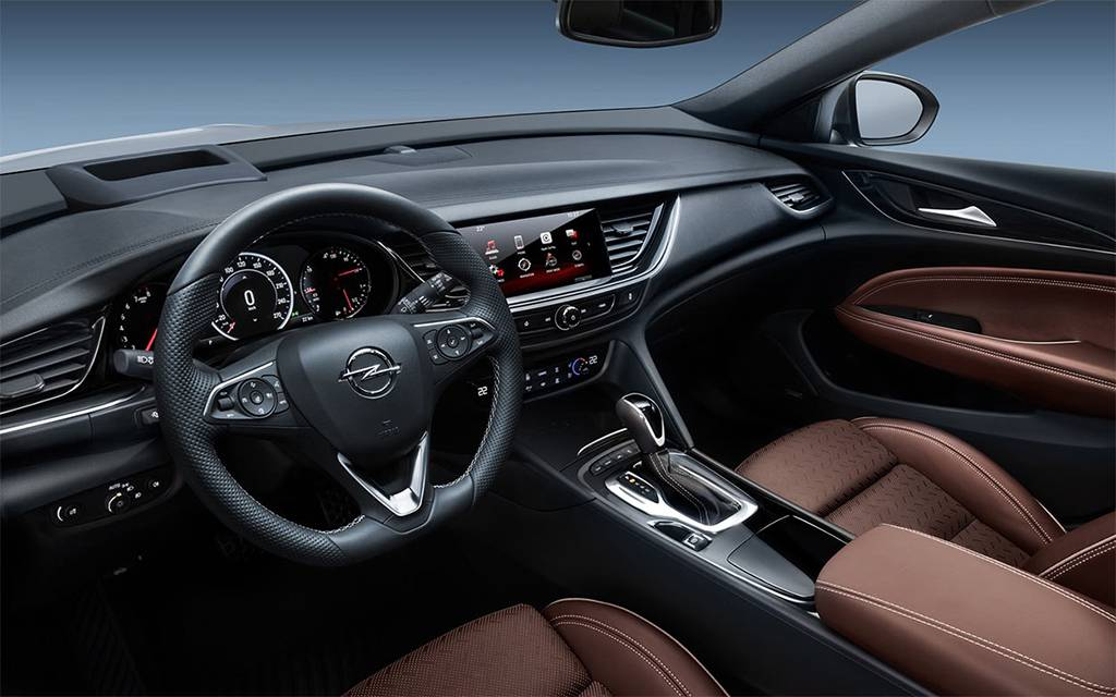 фото салона Opel Insignia Country Tourer 2017-2018 года