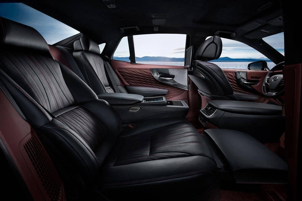 фото интерьера Lexus LS 500h 2017-2018 года