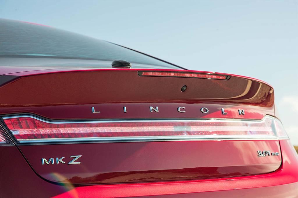 фото габаритных фонарей Lincoln MKZ 2017-2018 года