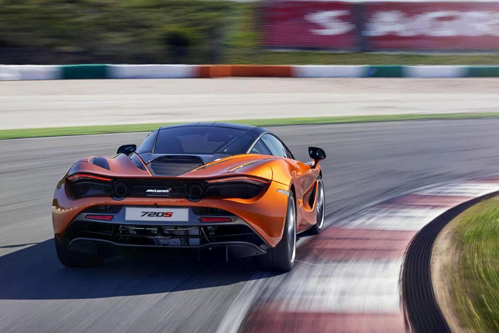 фото McLaren 720 S 2017-2018 года вид сзади