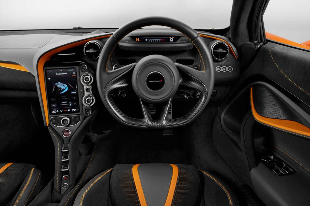 фото интерьера McLaren 720 S 2017-2018 года