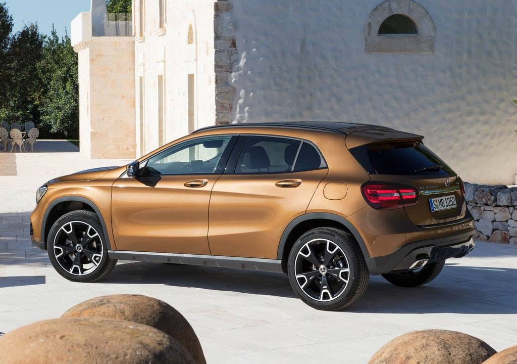 фото Mercedes-Benz GLA 2017-2018 вид сбоку