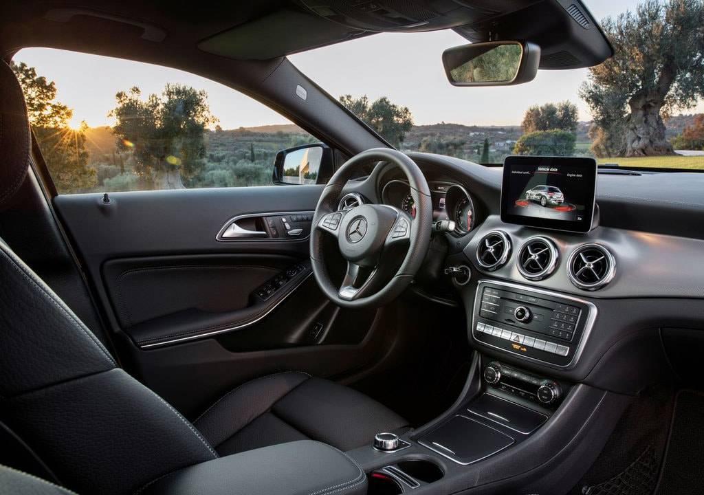 фото интерьера Mercedes-Benz GLA 2017-2018