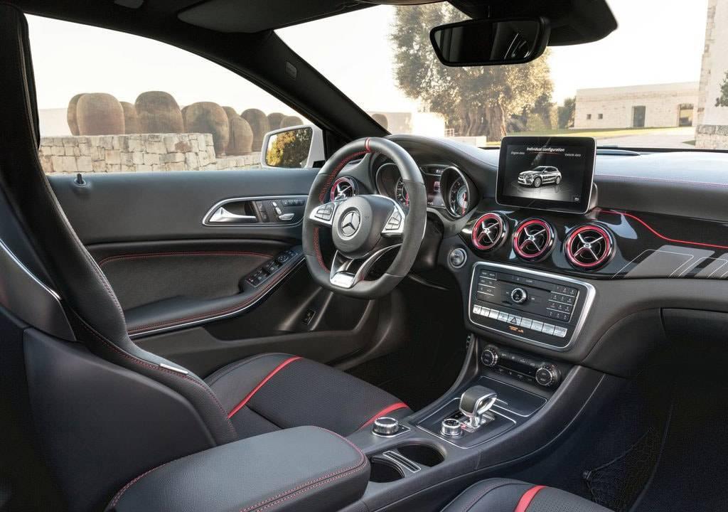 фото салона Mercedes-Benz-GLA45-AMG-2017-2018