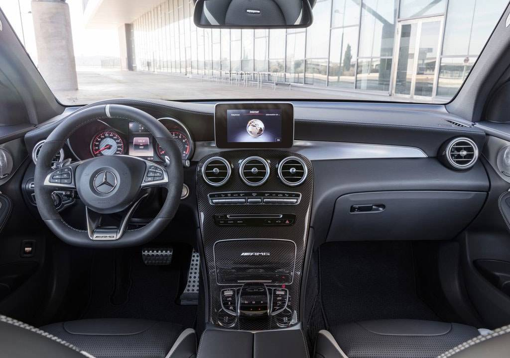 фото салона Mercedes-AMG GLC 63 2017-2018 года