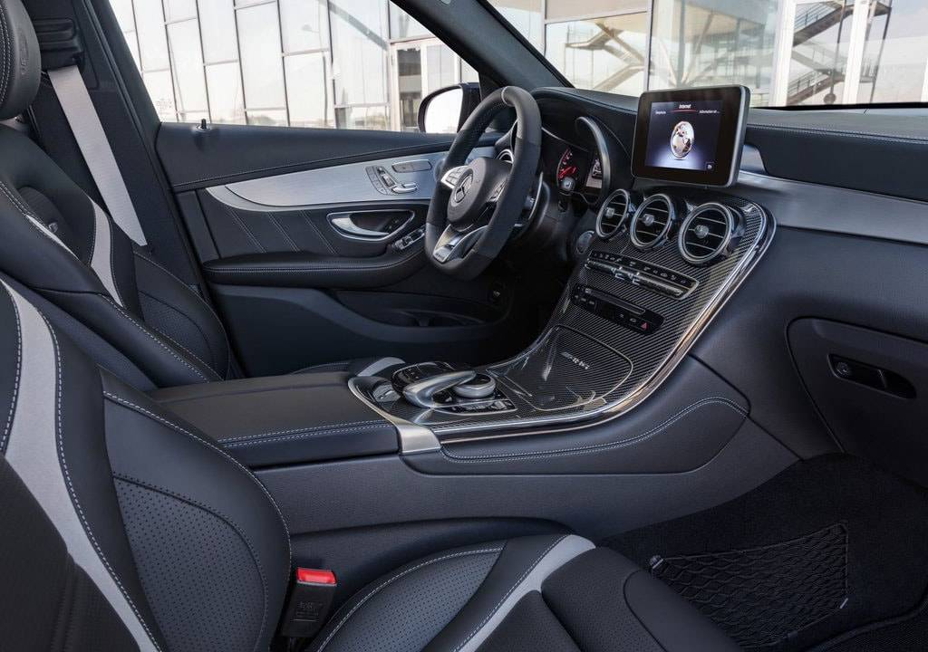 фото интерьера Mercedes-AMG GLC 63 2017-2018 года