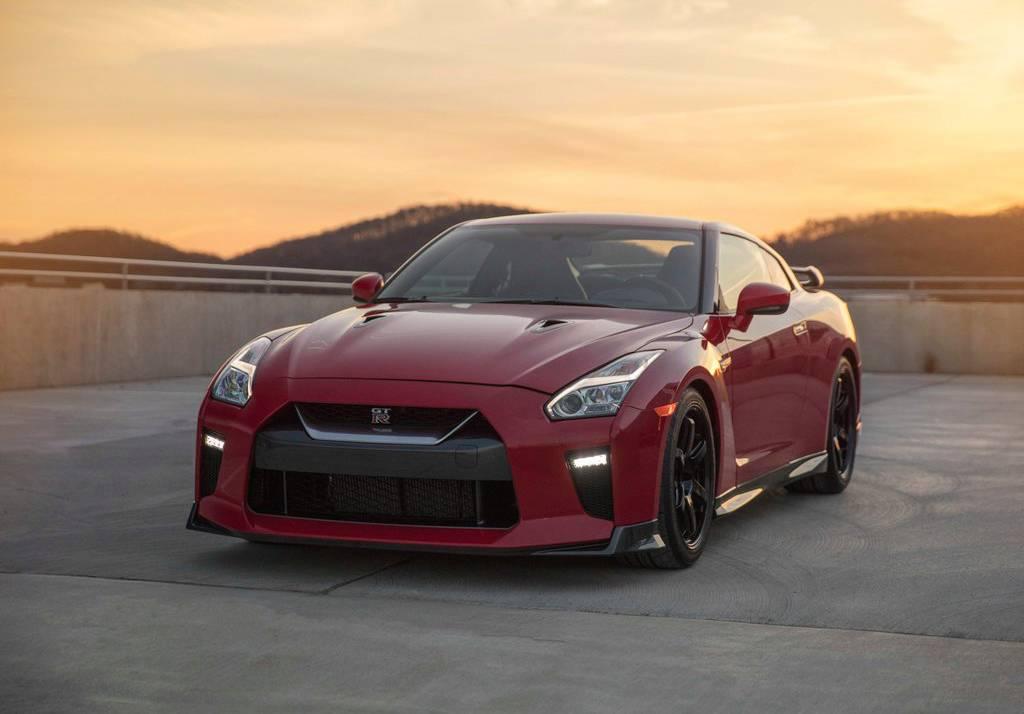 фото Nissan GT-R Track Edition 2017-2018 вид спереди