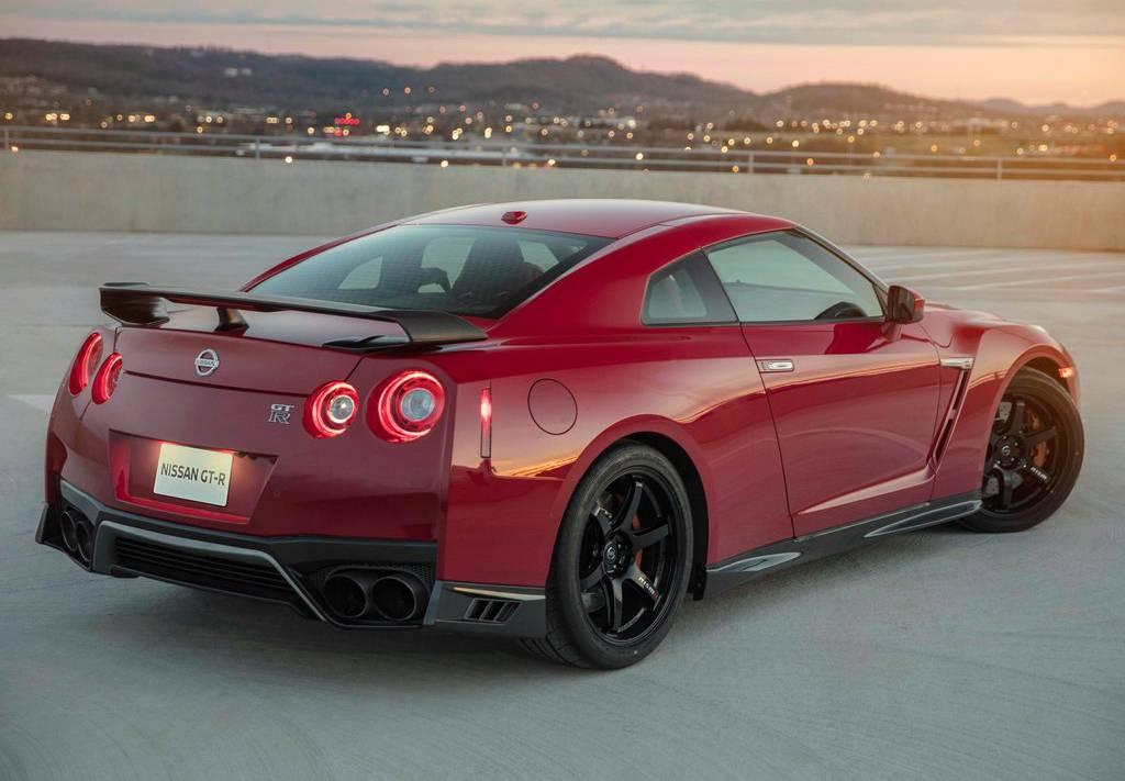 фото Nissan GT-R Track Edition 2017-2018 вид сзади