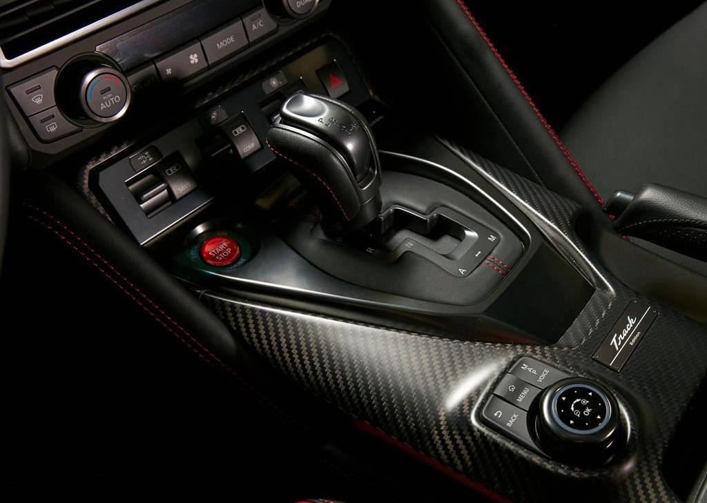 фото интерьера Nissan GT-R Track Edition 2017-2018 года