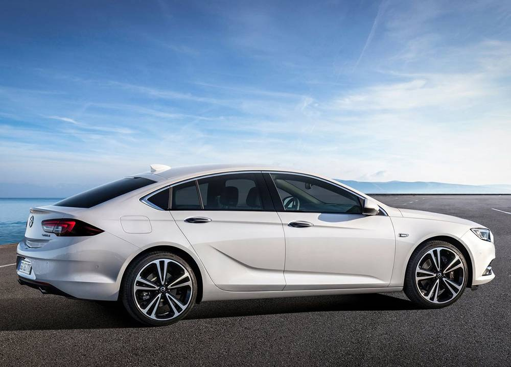 фото Opel Insignia (Опель Инсигния) 2017-2018 года вид сбоку