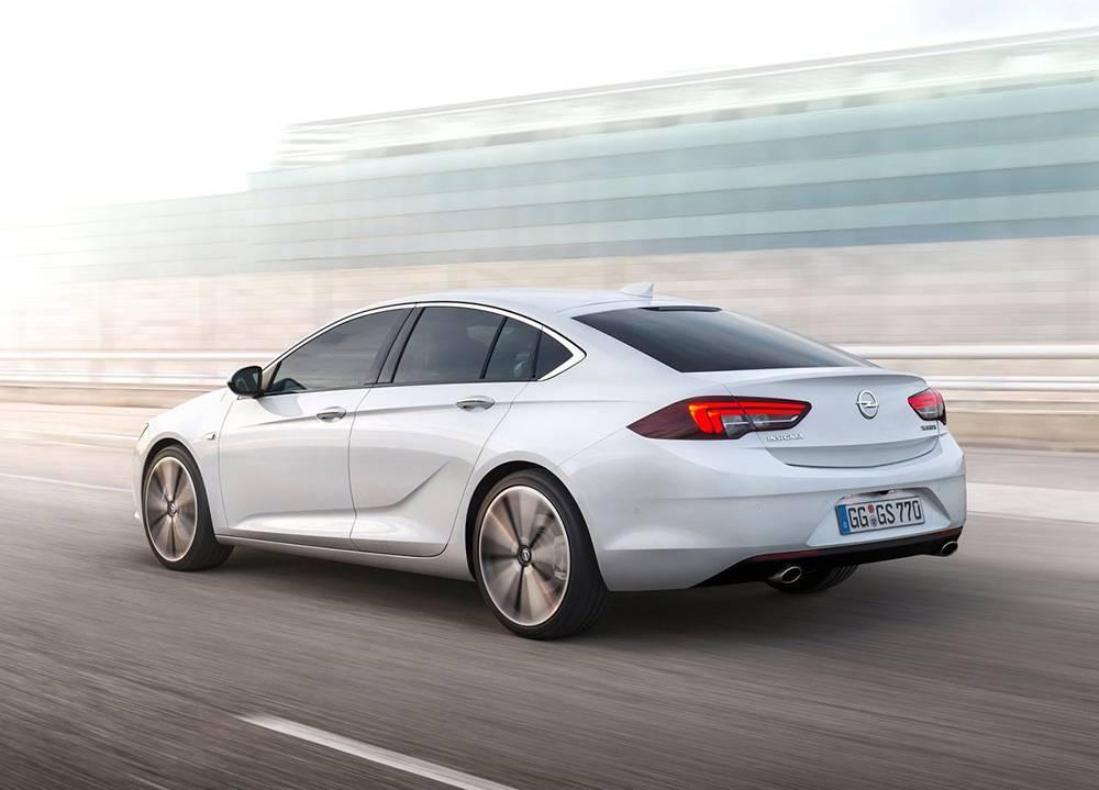 фото Opel Insignia (Опель Инсигния) 2017-2018 года вид сзади