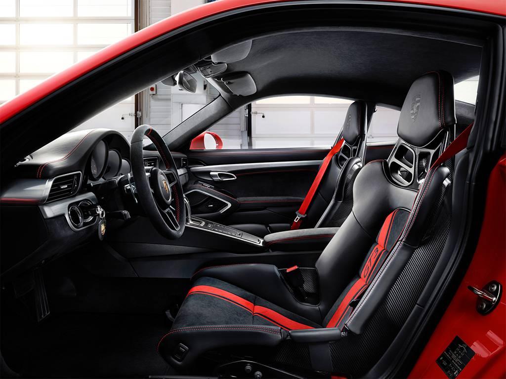 фото интерьера Porsche 911 GT3 2017-2018 года
