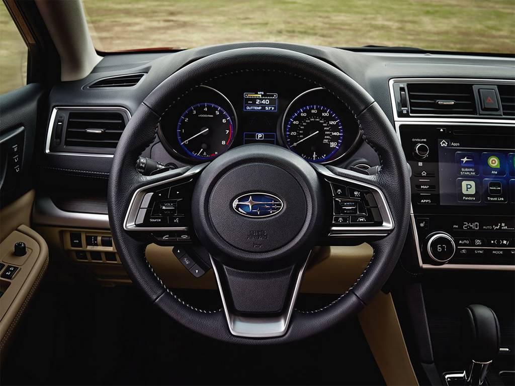 фото интерьера Subaru Legacy 2017-2018