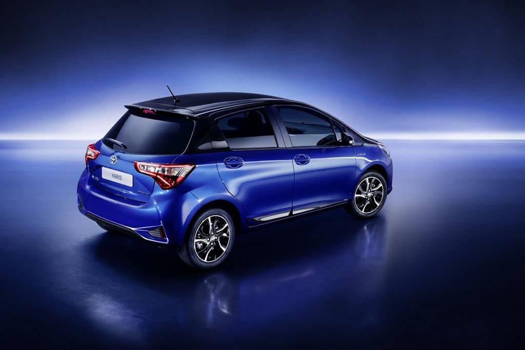 фото Toyota Yaris 2017-2018 года вид сзади