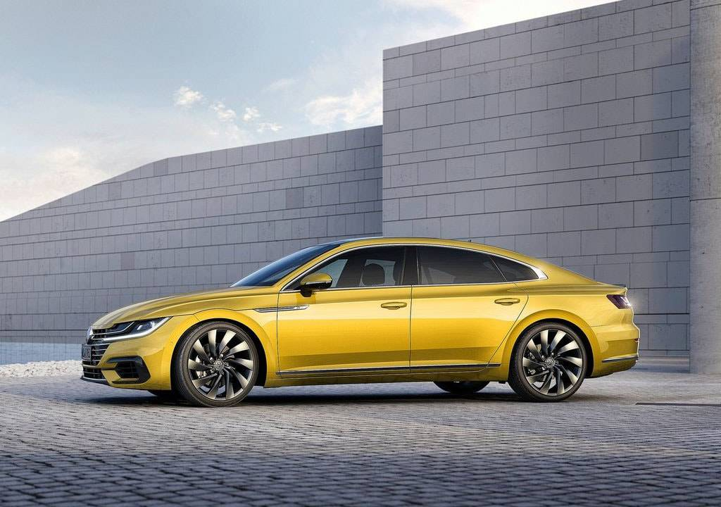 фото Volkswagen Arteon 2017-2018 года вид сбоку