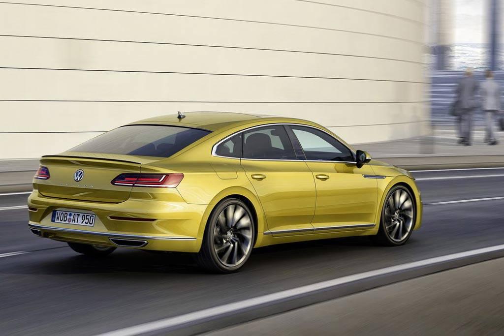 фото Volkswagen Arteon 2017-2018 года вид сзади
