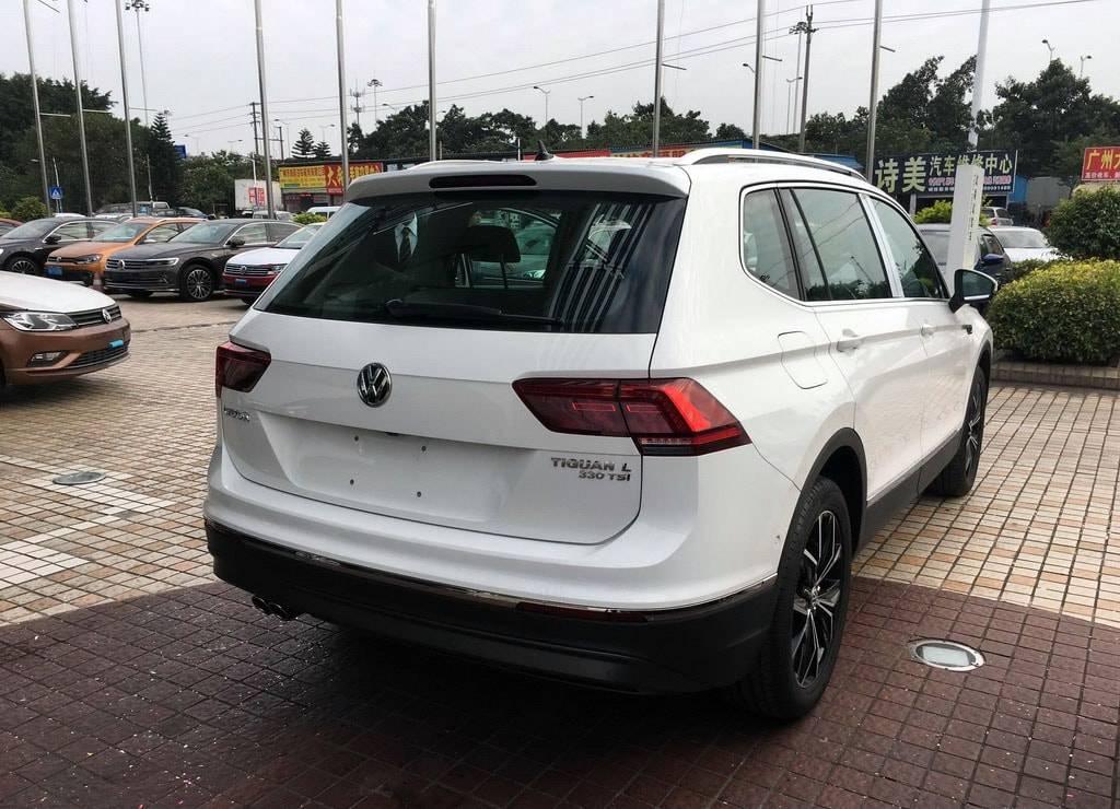 фото Volkswagen Tiguan XL 2017-2018 года вид сзади