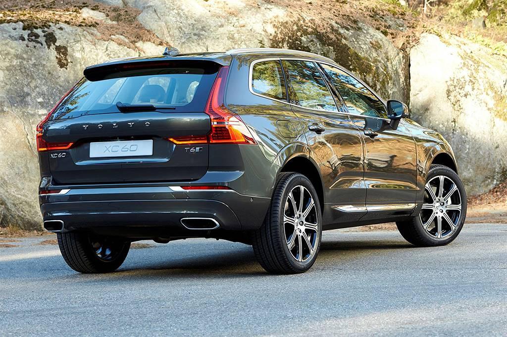 фото Volvo-XC60-2017-2018 года вид сзади