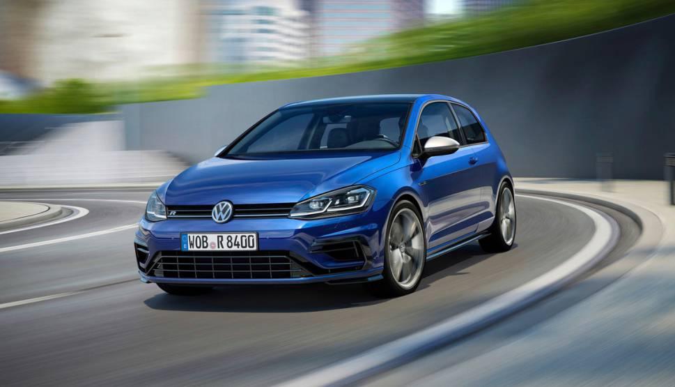фото хэтчбека Volkswagen Golf R 2017-2018 вид спереди