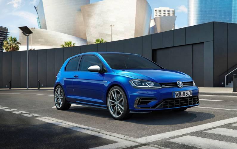 картинки хэтчбека Volkswagen Golf R 2017-2018 вид спереди