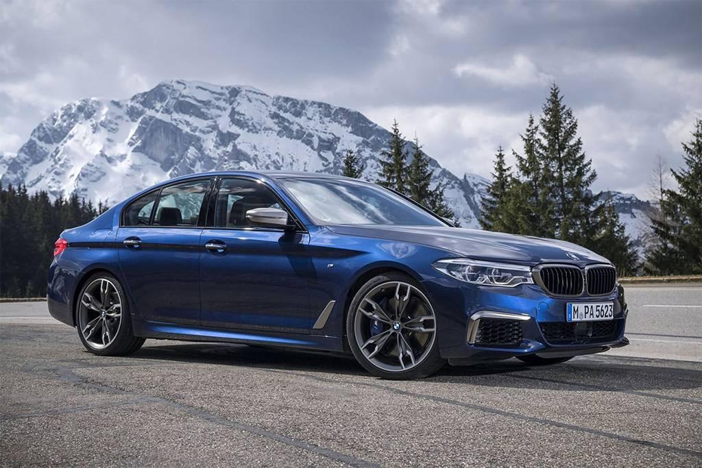 топовый седан BMW M550i xDrive