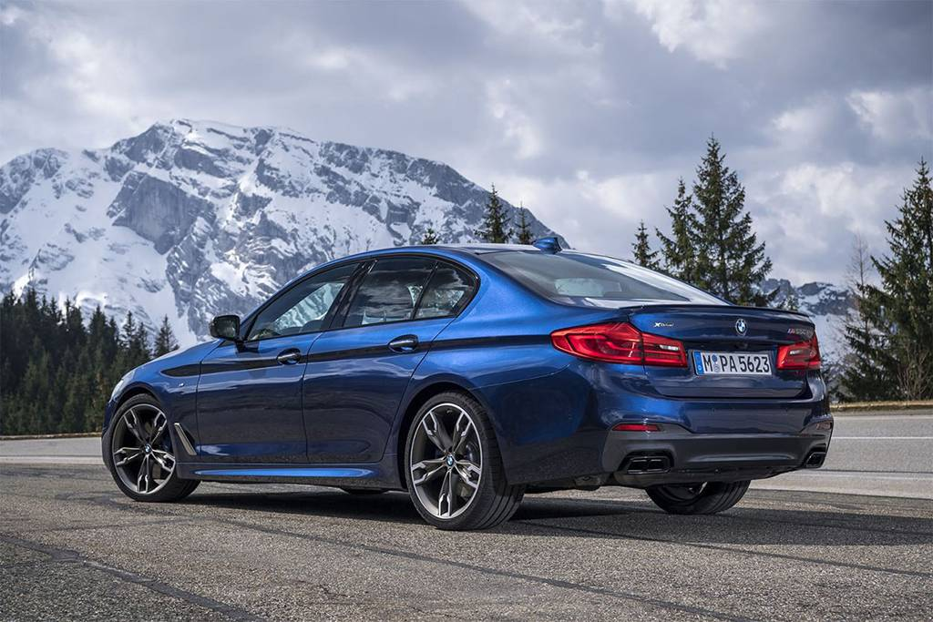 премиум автомобили BMW M550i xDrive 2017-2018 года