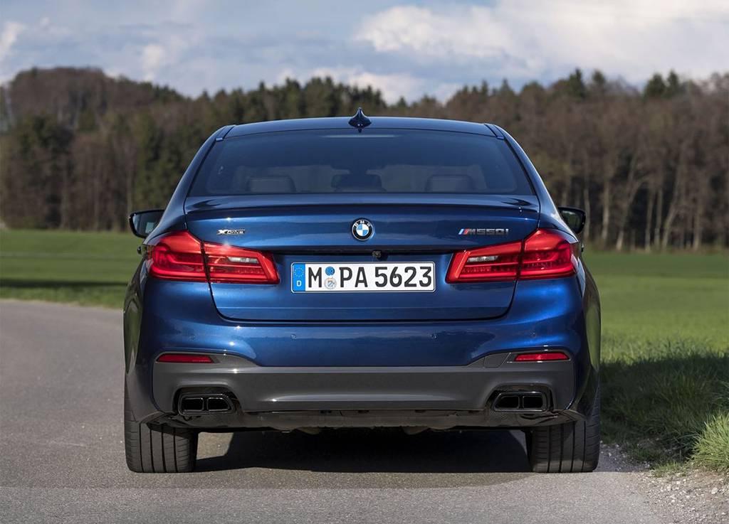 баварская авто новинка BMW M550i xDrive 2017-2018 года