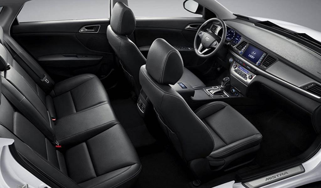 салон седана Hyundai Mistra